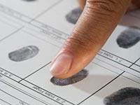 Отпечатки пальцев при получении разрешения на работу