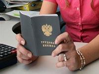 Нужно ли выдавать иностранному работнику новую трудовую книжку