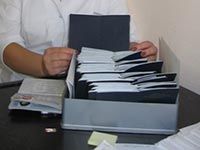 Где работник должен быть ознакомлен с записью в трудовой книжке